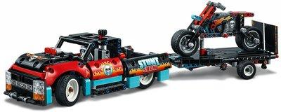 42106 LEGO Technic Truck en Motor voor Stuntshow